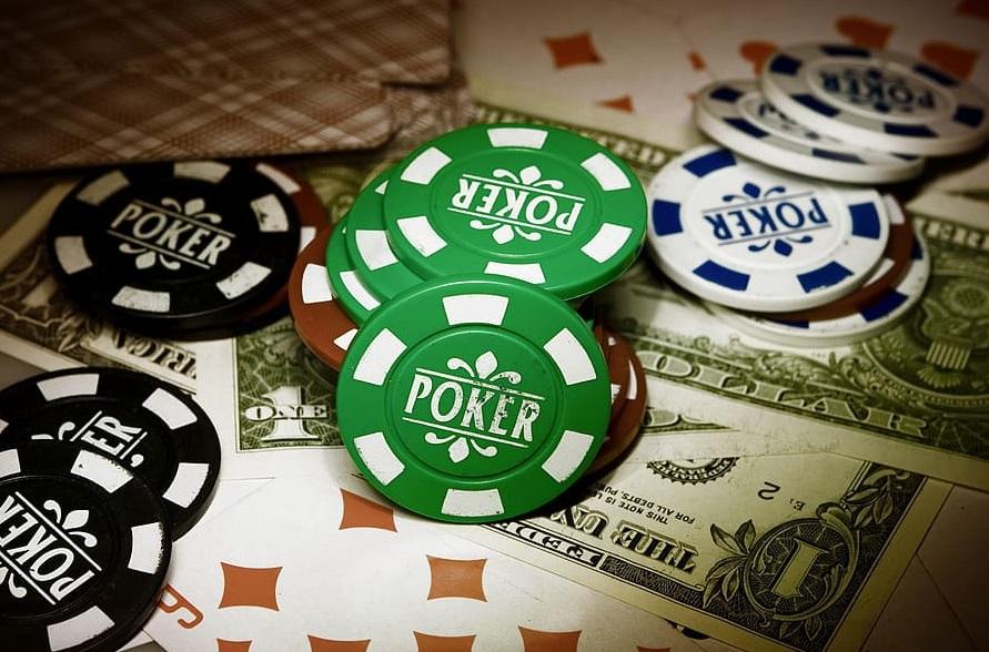 La bonne musique pour rendre son glamour au poker